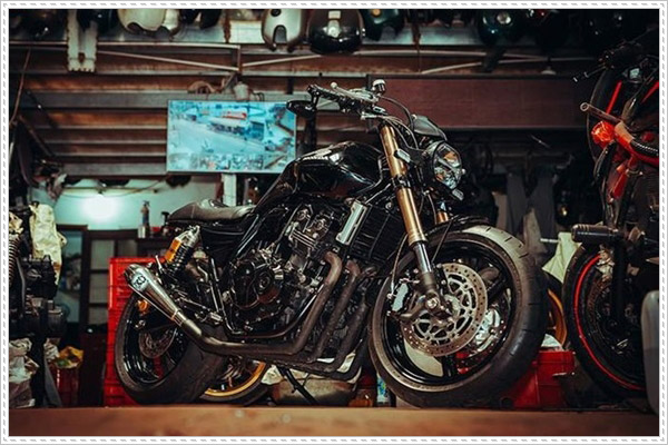 Ngoại hình mẫu Honda CB400 độ Cafe Racer
