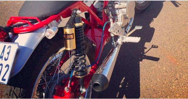 Trang bị và thiết kế ở phía sau của Honda LA 250 độ cafe racer