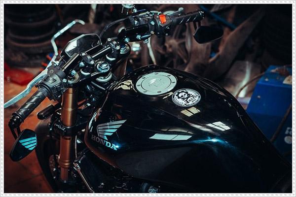 Chi tiết phiên bản Honda CB400 độ Cafe Racer