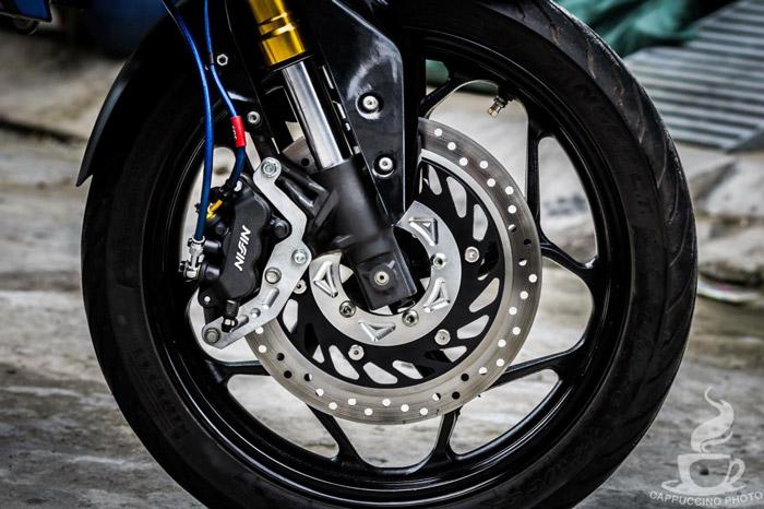 Dàn châm là bộ mâm Asio đi cùng bộ vỏ của thương hiệu Pirelli và không kém phần sang trọng từ bộ heo 3pis