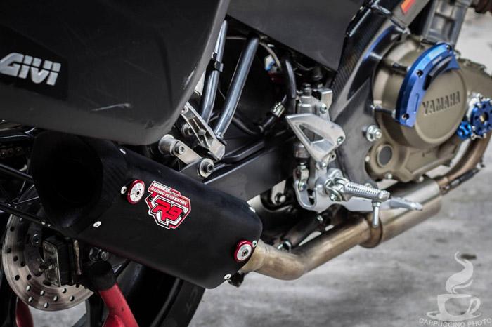 Động cơ xe cũng được chủ nhân nâng cấp và ống pô độ mang phong cách thể thao