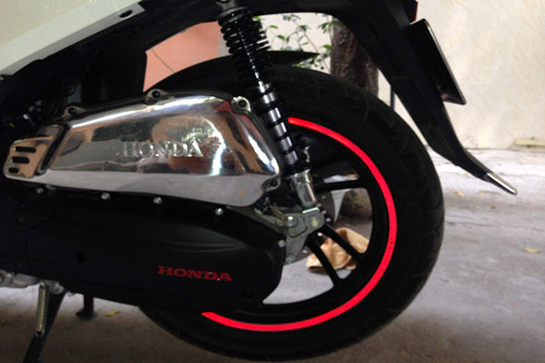 Trào lưu dán decal phản quang cho mâm xe máy