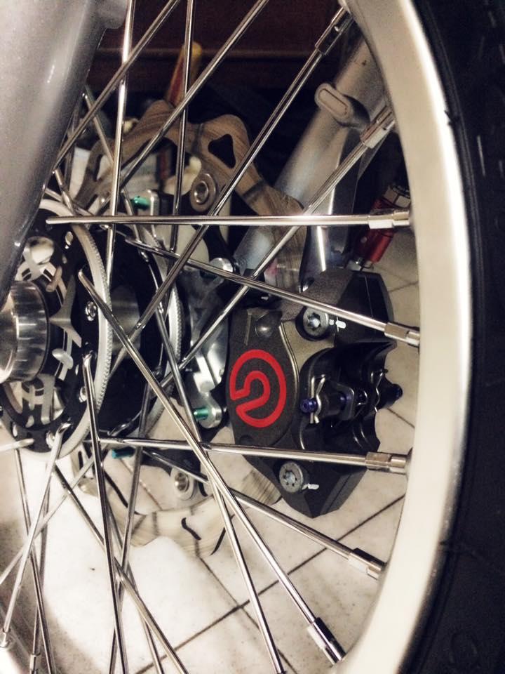 Bản Honda Blade 110 độ này càng sắc sảo hơn với đùm phay đen tuyền
