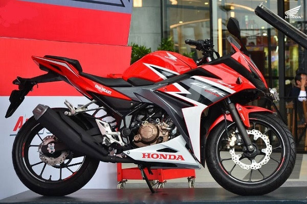 Người mới chơi môtô có thể mua Honda CBR150R